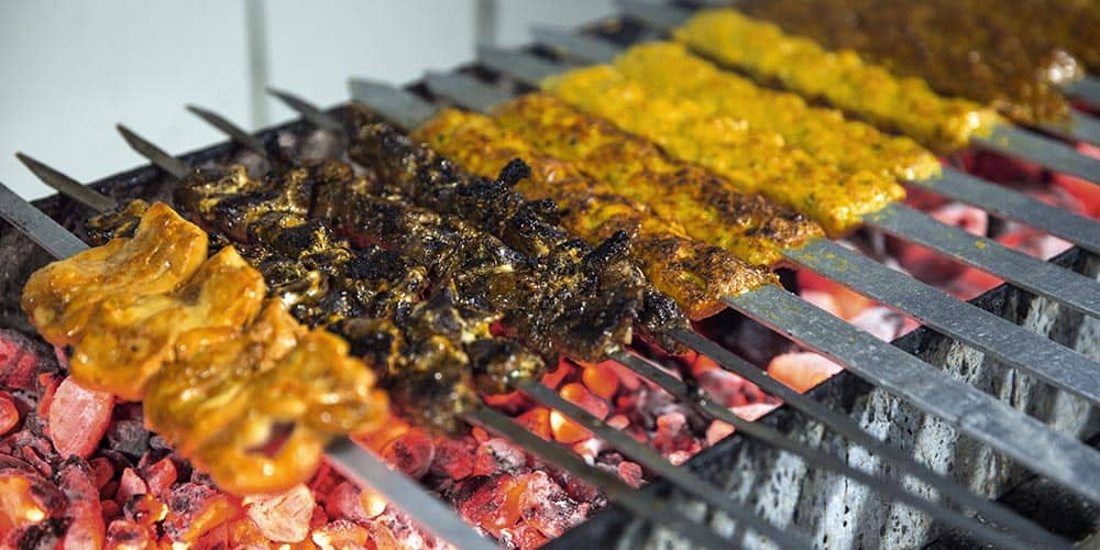 9 Dishes Food Lovers Must Eat in Dubai